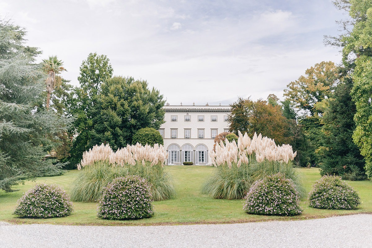 Romantic wedding in the gorgeous Villa Grabau in Lucca (Tuscany)