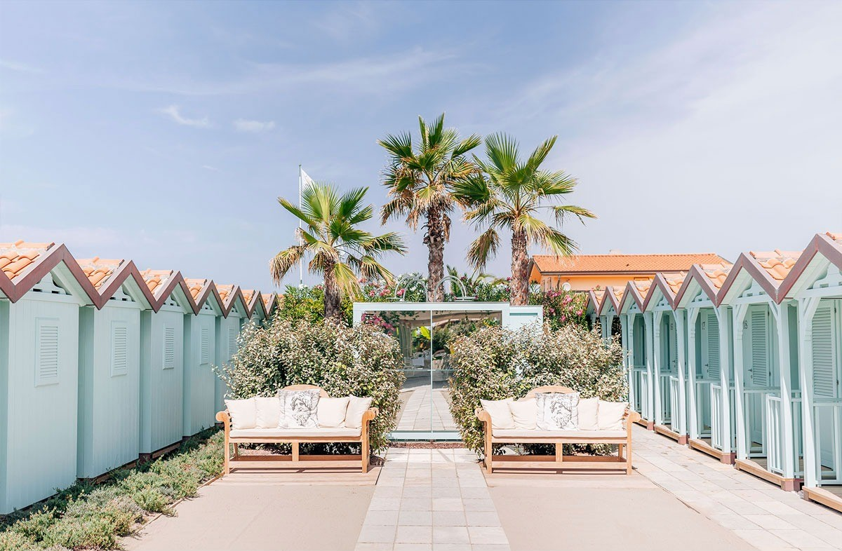 Elegant wedding venue by the sea of Tuscany