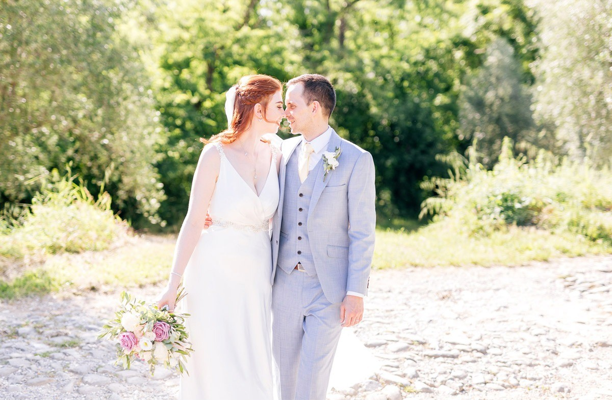 Romantic couple portraits for a countryside wedding in Tuscany