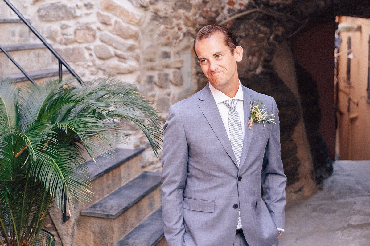 First look of the groom in Cinque Terre